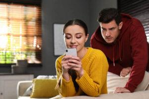 spy on girlfriend's phone